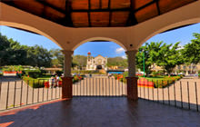 Zocalo of La Crucecita, Bahias de Huatulco - Virtual tour